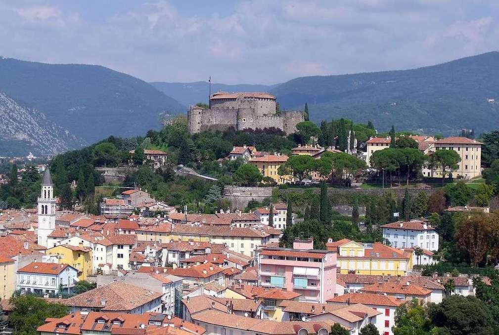 Город Гориция между Италией и Словенией