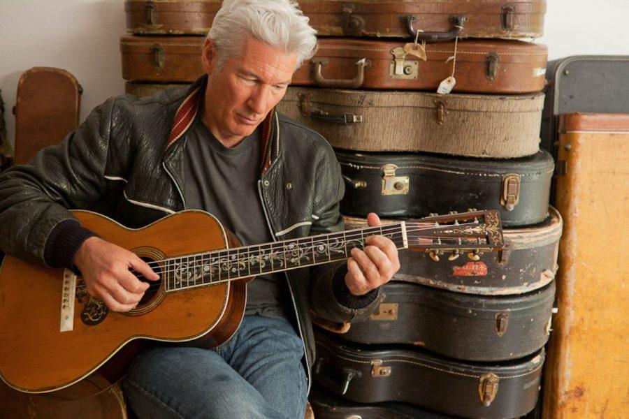 Ричард Гир с коллекцией гитар