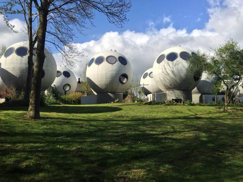 Дома в виде пузырей в Нидерландах
