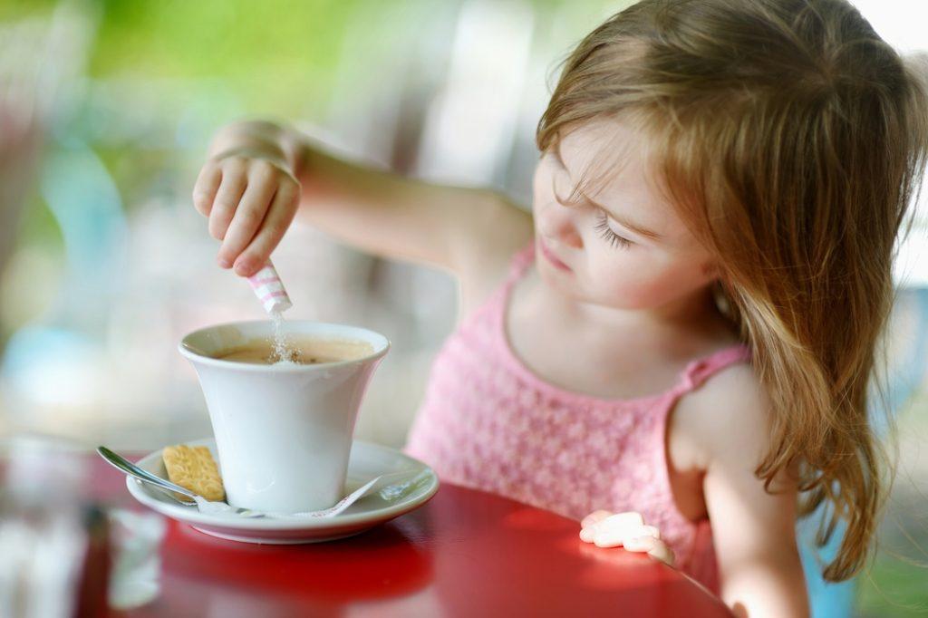 В Бразилии дети пьют кофе