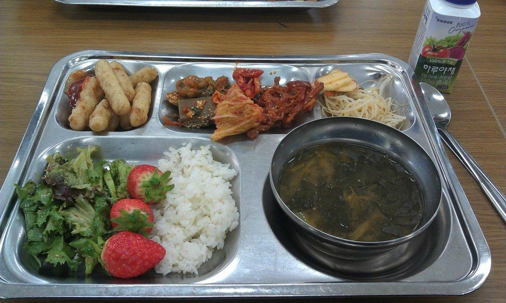 Обед в корейской школе