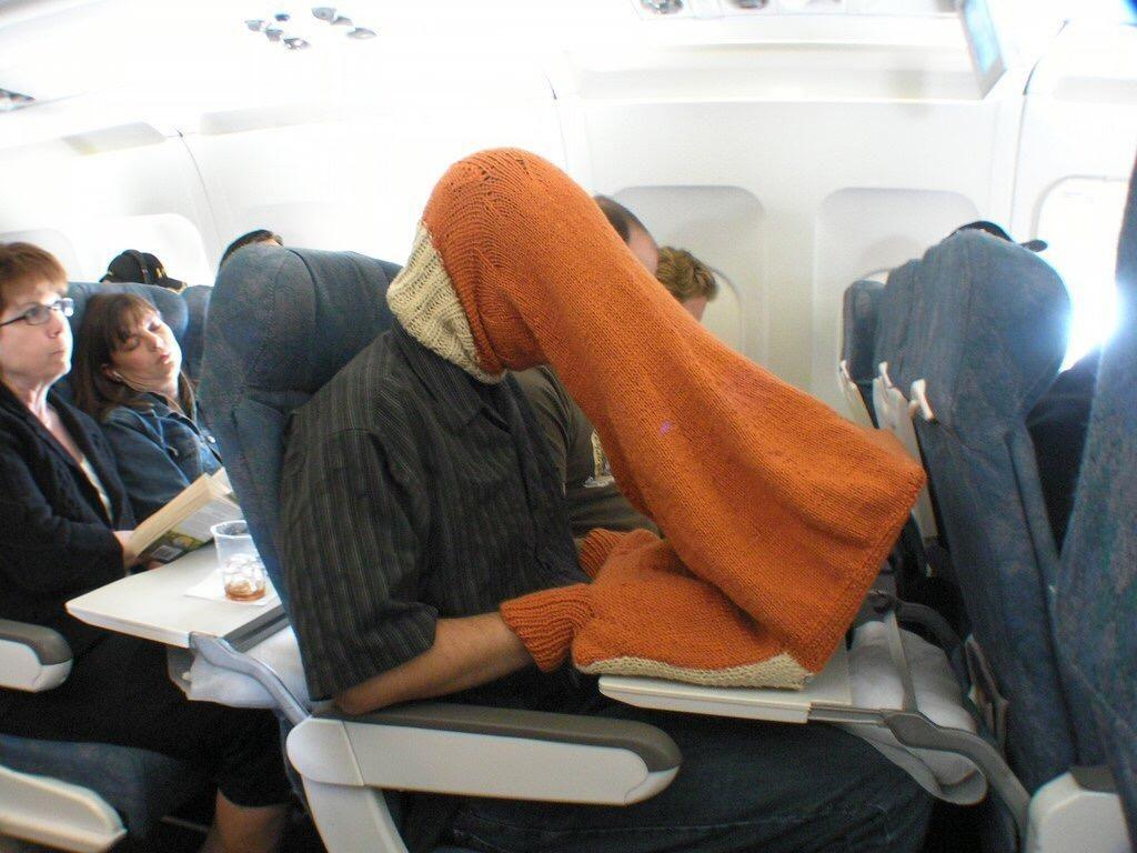 странный в самолете