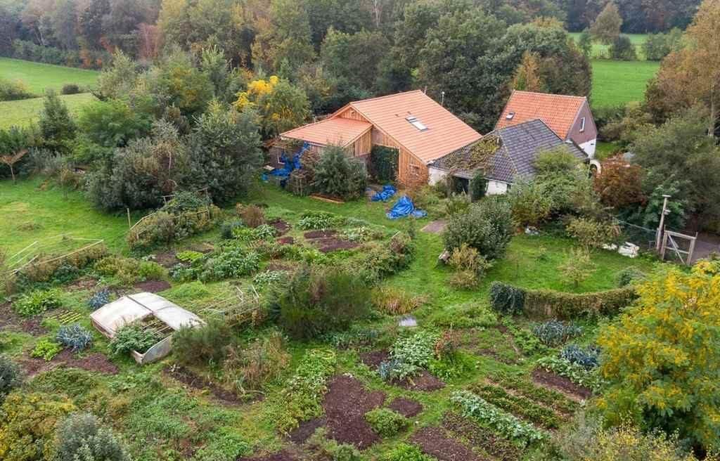 Ферма, где семья была отрезана от мира 9 лет