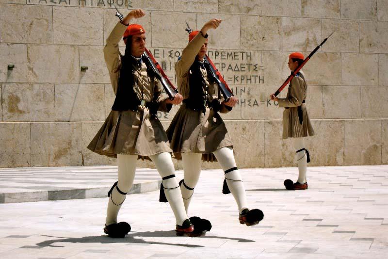 Солдаты почетного караула Греции