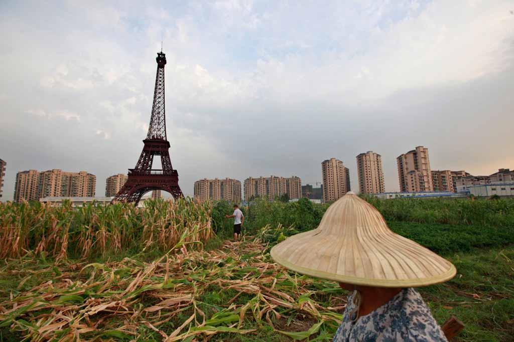 китайцы создали свою Венецию, Париж