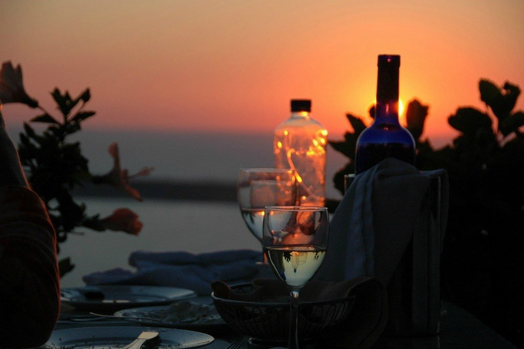 Вечернее застолье на берегу моря