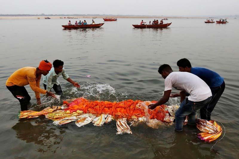 трупы в реке Ганга