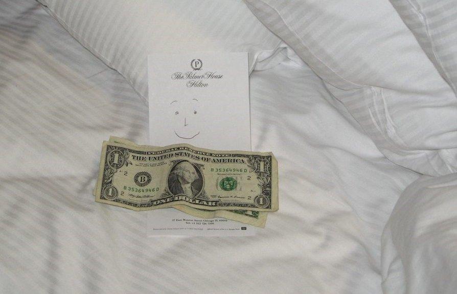 Платить или нет чаевые служащим отеля