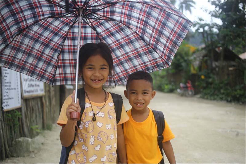 Добрые и гостеприимные В филиппинских деревнях