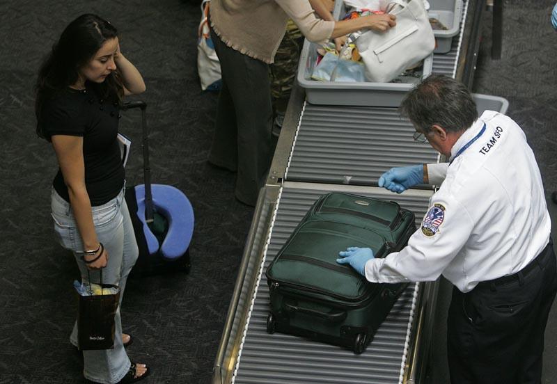 Запрет на перевозку жидкостей в самолетах: в чем причина?