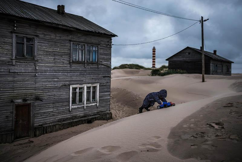 Занесенная песками деревня на севере России