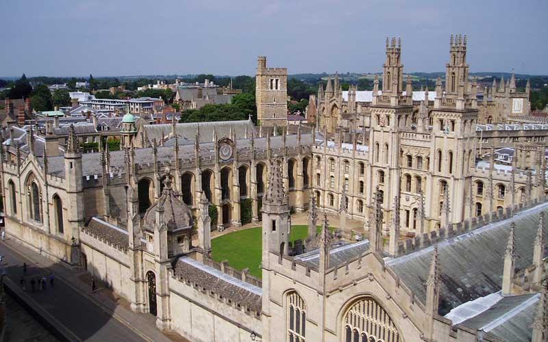Древние университеты, похожие на замки