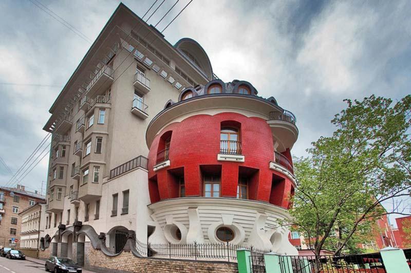 Дом в форме яйца в Москве выставлен на продажу