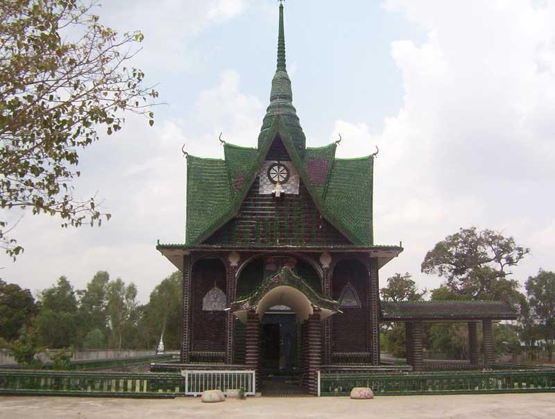Конструкция храма из бутылок