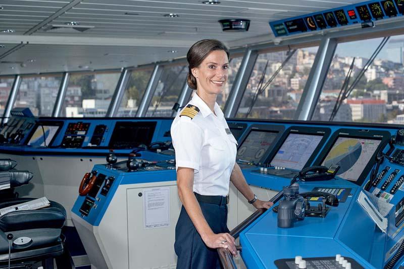 Кейт МакКейн: первая девушка, ставшая капитаном круизного лайнера