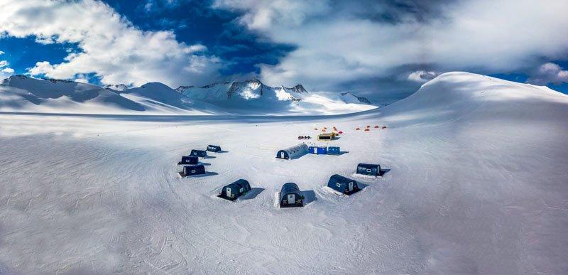 старались вывозить умершего из Антарктиды