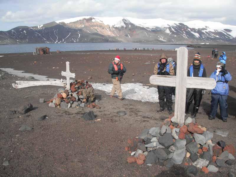 Как хоронили погибших в Антарктиде