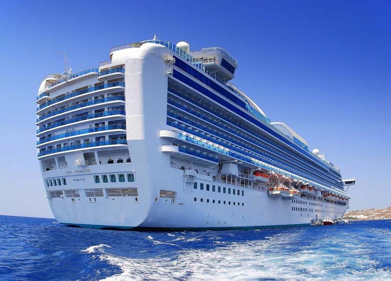 Почему круизные лайнеры красят в белый цвет