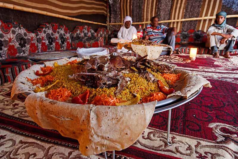 Жареный верблюд: самое большое блюдо в мире