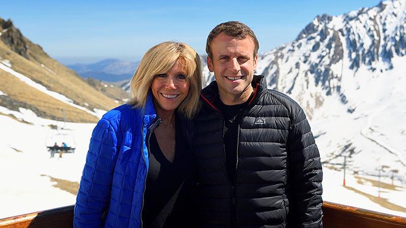 В зимнюю пору французский Президент Макрон предпочитает ездить на горнолыжный курорт.