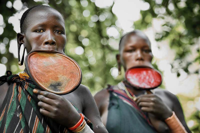 Зачем племени Сурма губная тарелочка