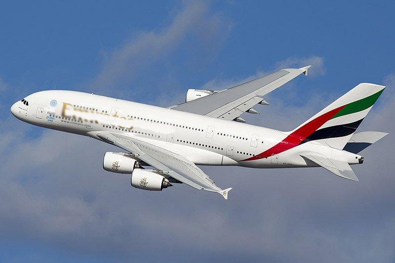 самолету может хватить скорости в двести километров в час, чтобы оторваться от земли