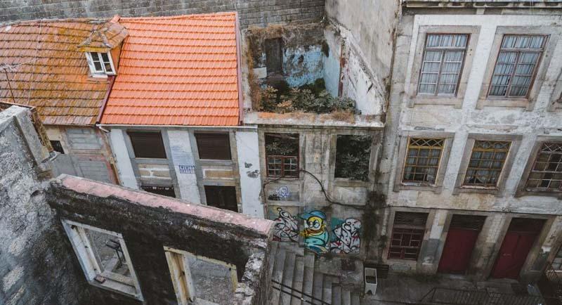Порту — наполовину заброшенный город