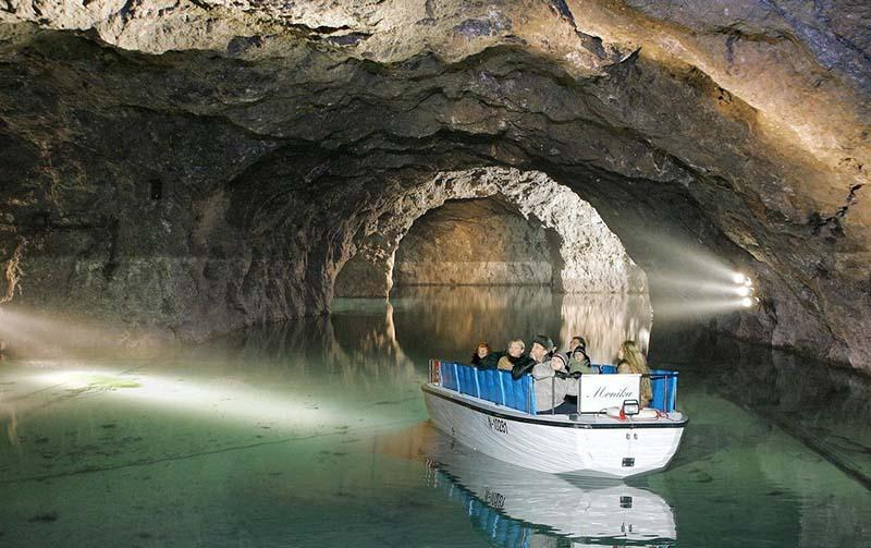 Подземное озеро в Австрии, возникшее после взрыва