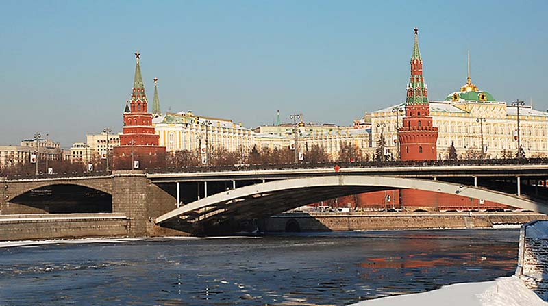Почему Московский мост строили почти полвека