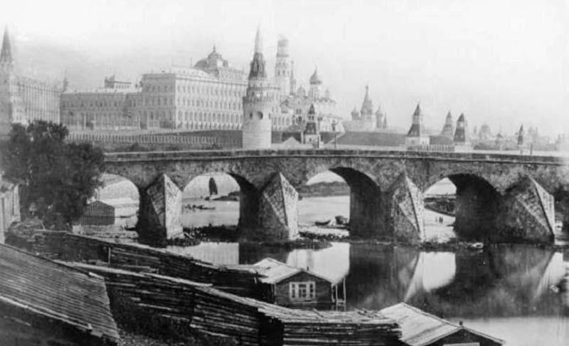 Московский мост был достаточно крепким