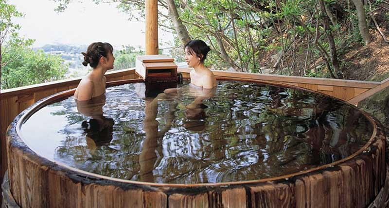 Японцы, живущие в одной семье, регулярно принимают ванну вместе