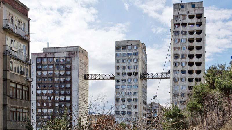 Мосты между домами в Тбилиси