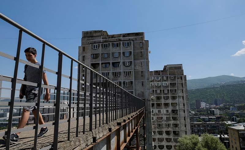 Жители Тбилиси посещают данный мост каждый день