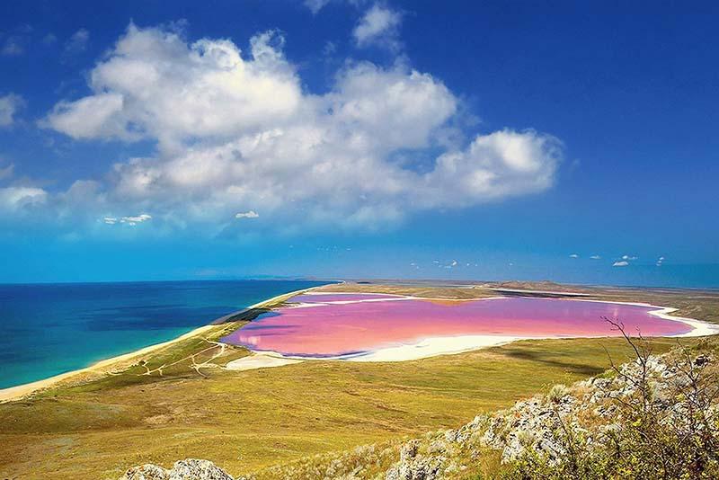 Откуда взялось розовое озеро
