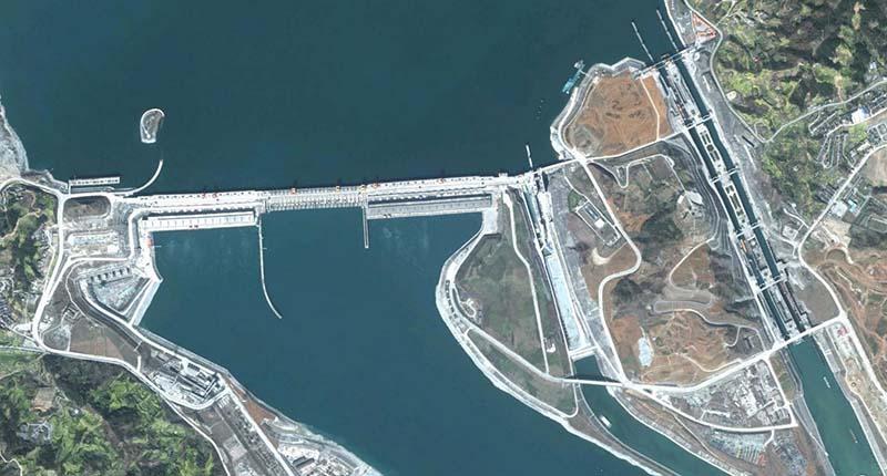 Находится дамба три ущелья на реке Янцзы,