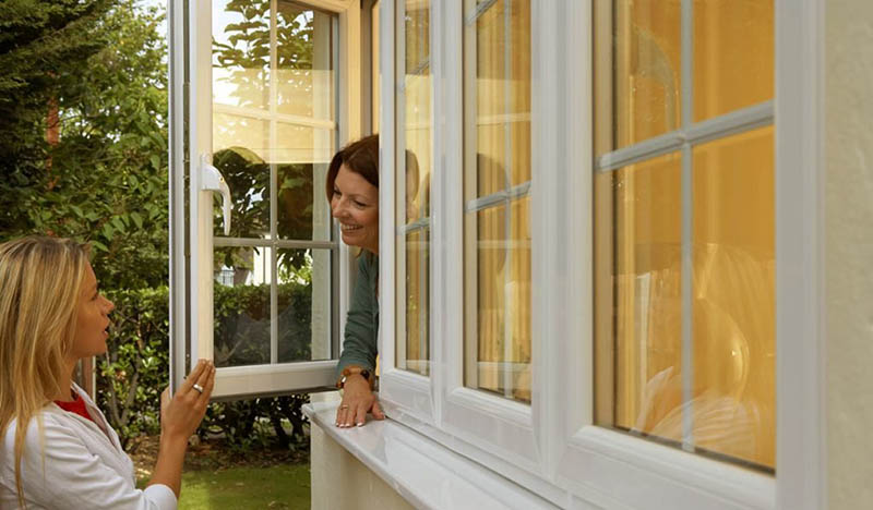 В европейских странах окна открываются наружу.