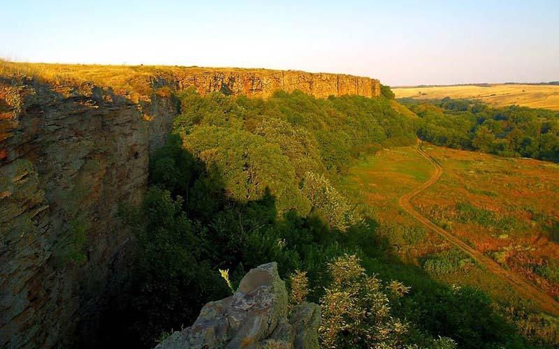 Чтобы доехать до Зайцевских скал, необходимо с трассы М4-Дон свернуть в сторону Владимировской и двигаться вперед, пока не покажется хутор «Садки»