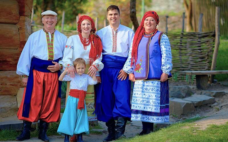 Журналисты Украины активно стали печатать статьи, где доказывали свою наибольшую принадлежность к славянам, показывали, что у них очень древние корни.