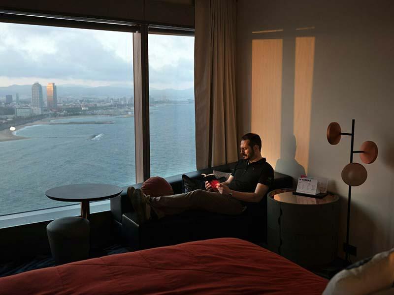 Испанец пробыл в самоизоляции в отеле совершенно один