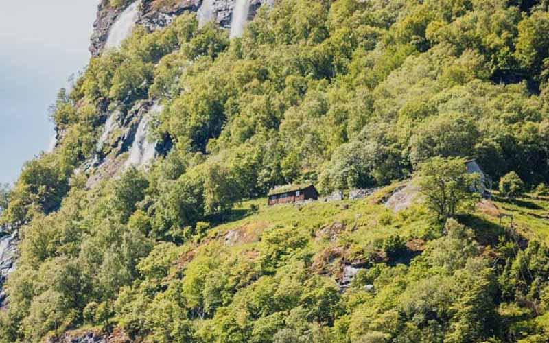 Ферма над пропастью В Норвегии много красивейших фьордов, но самый живописный – Гейрангер.