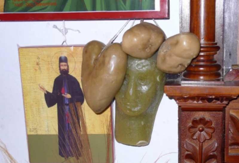 Для чего в храмы Кипра приносят восковые фигуры