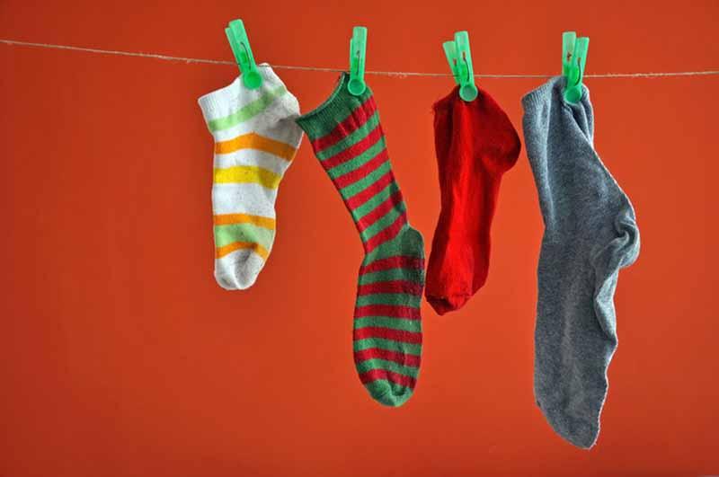 Зачем вешают носки?