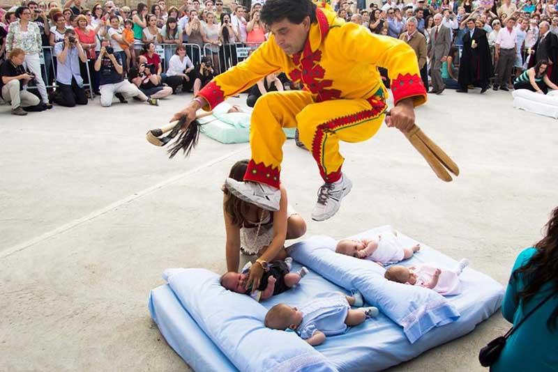 католическая церковь считает праздник «Эль Колачо» проявлением языческого обряда.