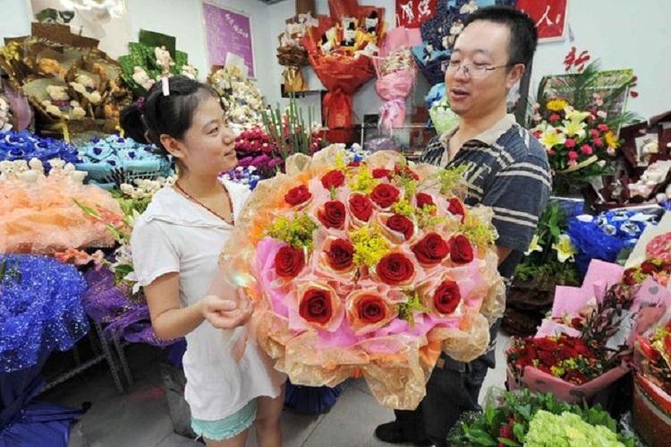 Что для китайцев означают цветы и что делать греку, если в его доме восхитились картиной