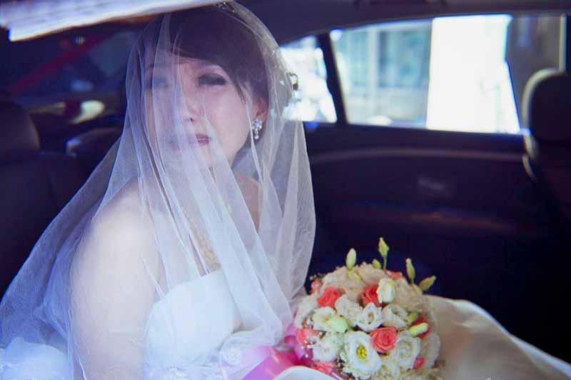 В Китае же в предсвадебный период радость на лице невесты не увидеть, особенно в прошлые времена.