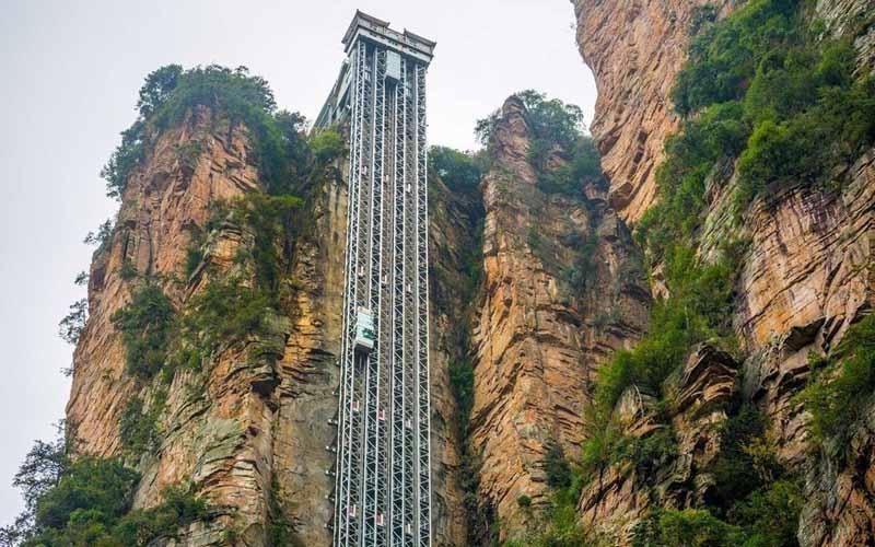 Лифт в Китае, который является самым высотным и вместительным пассажирским подъемником
