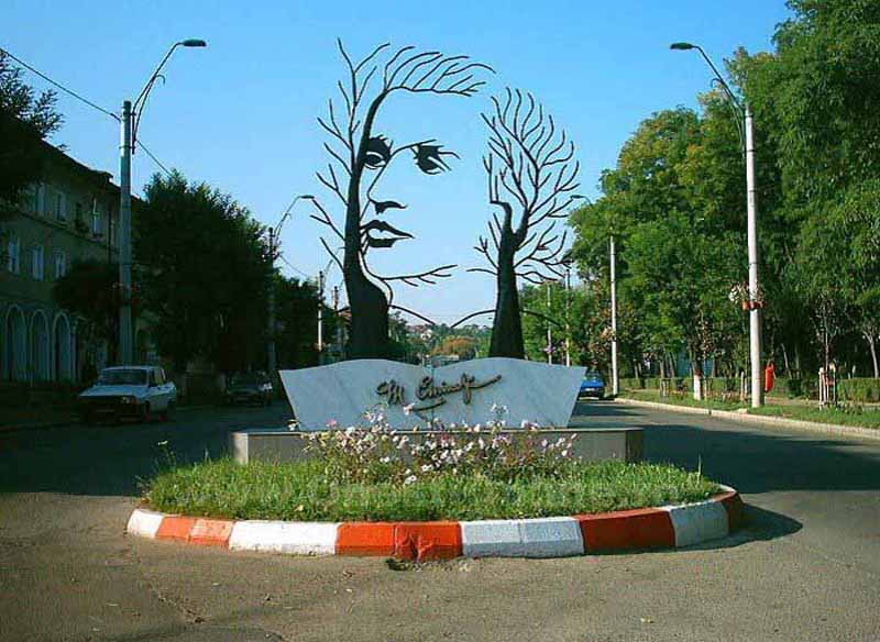 Памятник Михаю Эминеску
