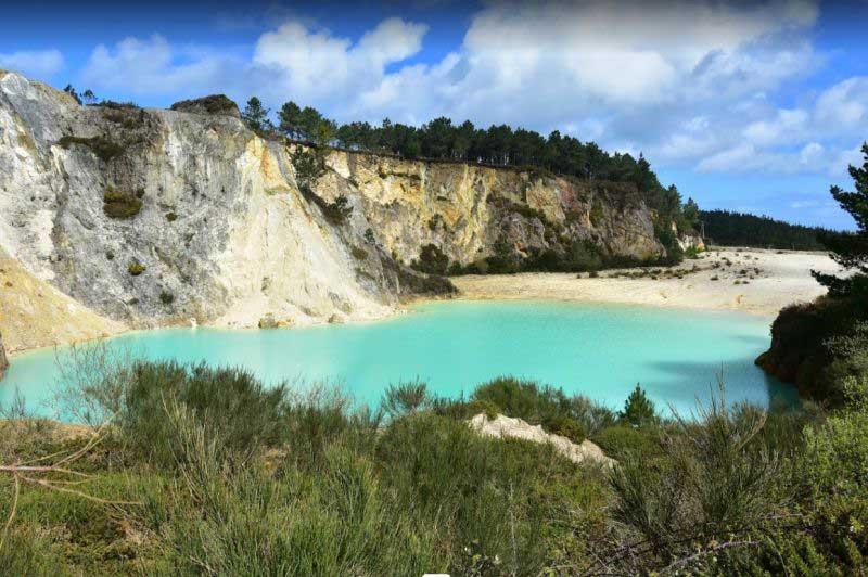 Почему озеро опасно для человека
