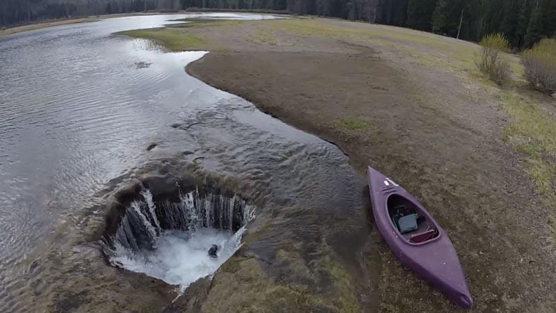 Lost Lake располагается в штате Орегон в Америке на территории заповедника Уилламетт
