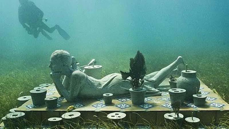 Подводная выставка известных личностей времен СССР